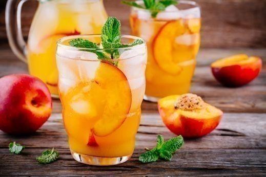 عصير الخوخ بقطع الفواكة