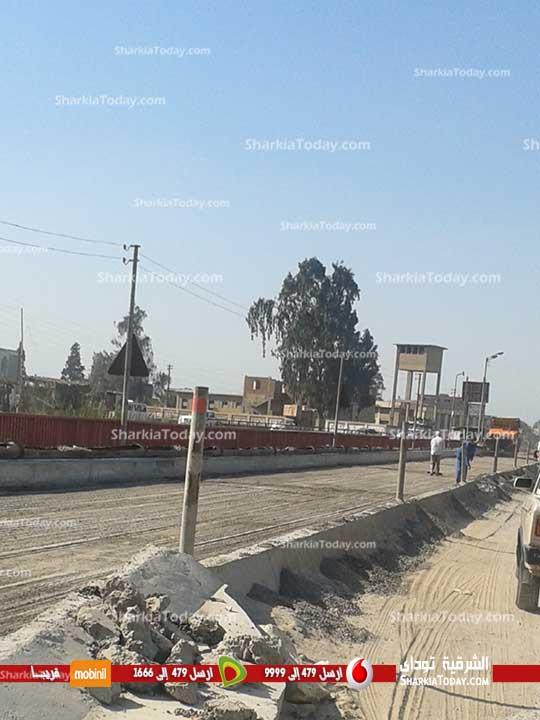 استمرار  الأعمال النهائية بكوبري صفط القناطر  بطريق «أبوحماد الزقازيق» (1)