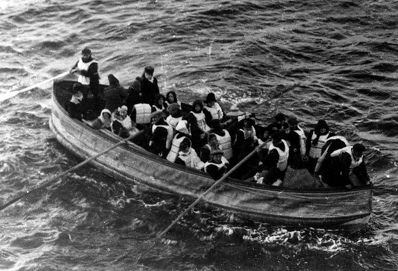 800px-Titanic_lifeboat