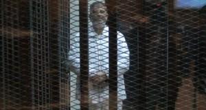 مرسي-داخل-القفص-الزجاجي