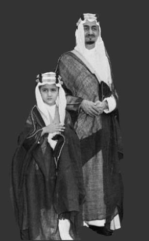 سعود-الفيصل-وهو-صغير-مع-ابوه-الملك-فيصل-رحمه-الله