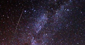 Perseid_meteor_and_Milky_Way_in_2009-e1336339821410