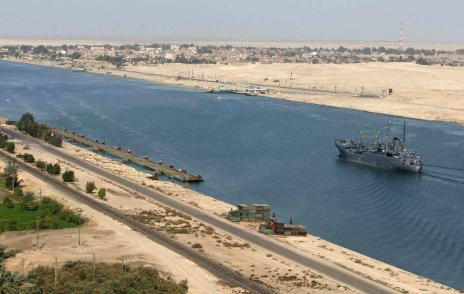 القوات المسلحة تأمن قناة السويس الجديدة (2)
