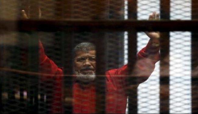 محمد مرسي ظهر لاول مرة بالبدلة الحمراء