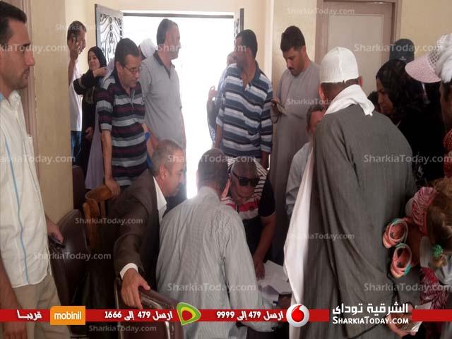 توزيع حقائب مدرسية مجانية بصان الحجر في إطار حملة فرحتهم بشنطتهم (2)