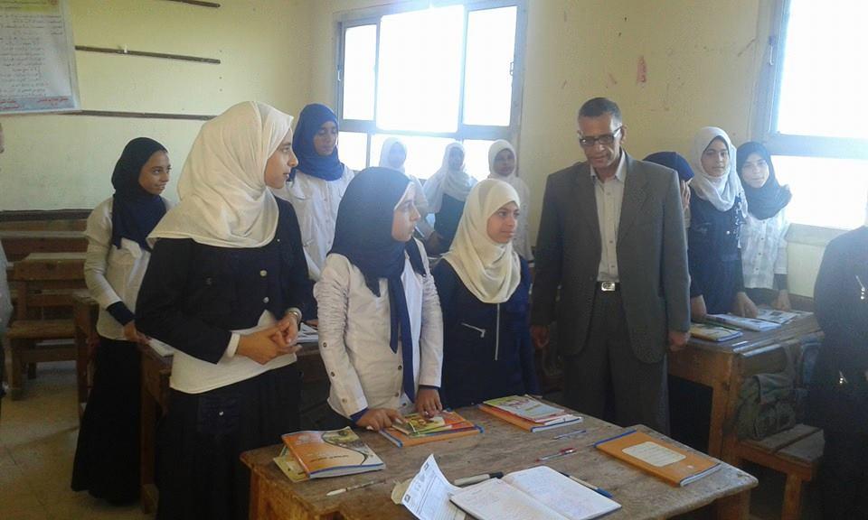 رئيس مدينة ههيا يتفقد مدرسة الزرزمون الإعدادية (2)