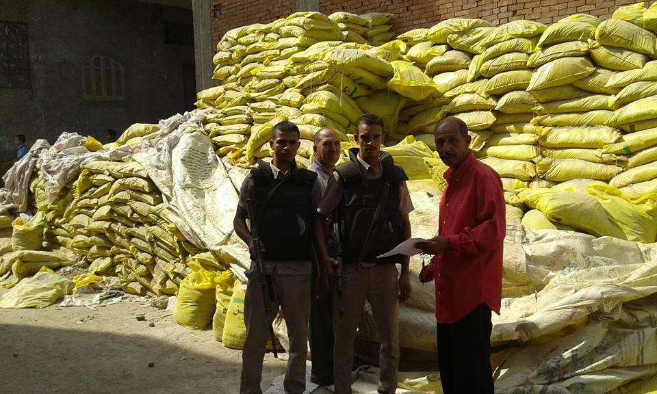 ضبط شونة ومخزن أسمدة وأعلاف يعملان دون الحصول على ترخيص من وزارة الزارعة (3)