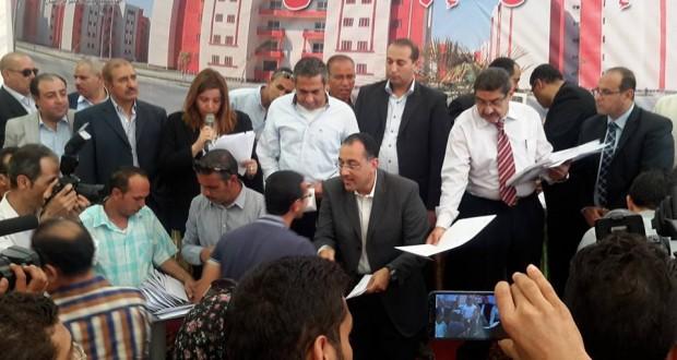 وزير الإسكان في مدينة العاشر من رمضان (2)