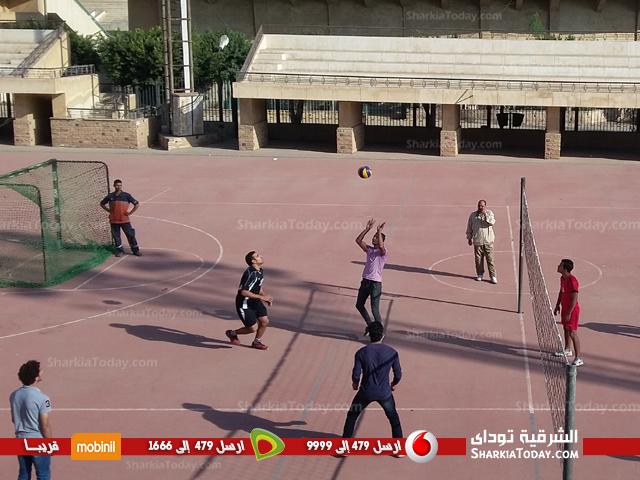 فريقى تربيه رياضية وتجارة يصعدان لنهائى الكرة الطائرة بجامعة الزقازيق  (1)