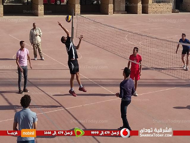 فريقى تربيه رياضية وتجارة يصعدان لنهائى الكرة الطائرة بجامعة الزقازيق  (2)