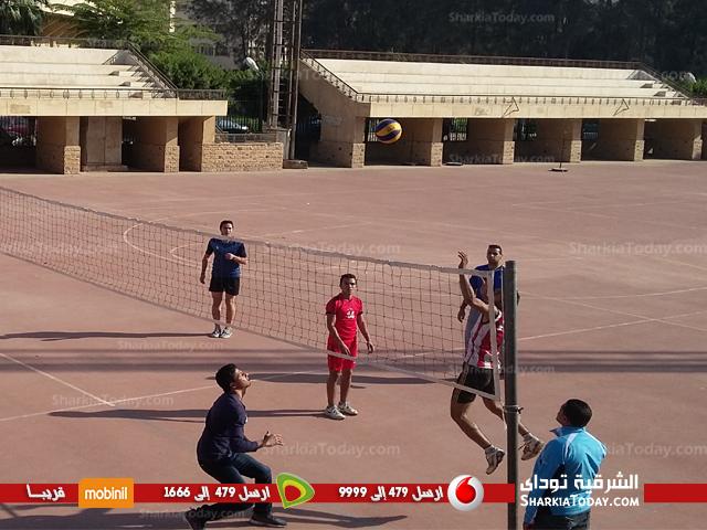 فريقى تربيه رياضية وتجارة يصعدان لنهائى الكرة الطائرة بجامعة الزقازيق  (3)