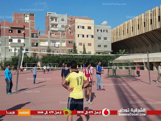 فريق كلية التريية يحصد المركز الثالث ببطولة الكرة الطائرة بجامعة الزقايق  (1)