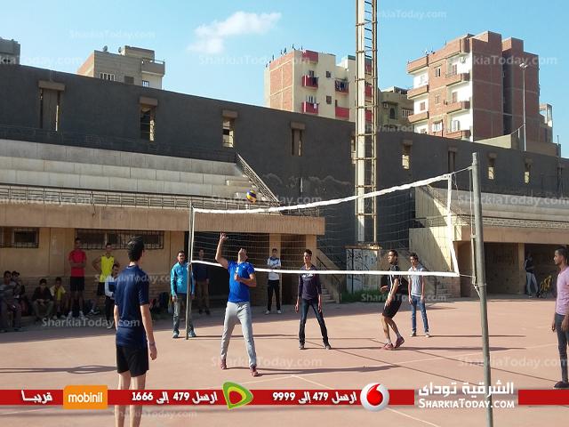 فريق كلية التريية يحصد المركز الثالث ببطولة الكرة الطائرة بجامعة الزقايق  (2)