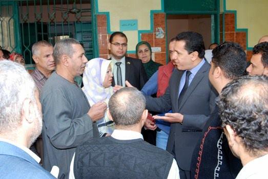 محافظ الشرقية يتفقد اللجان الانتخابية بمدارس الثانوي العام بالزقازيق  (3)