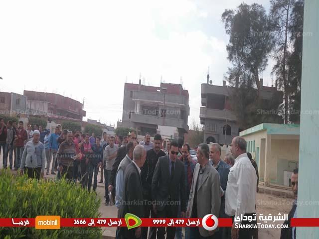 محافظ الشرقية يتفقد مدرسة الشهيد صلاح سليم بقرية بني عامر بالزقازيق (3)