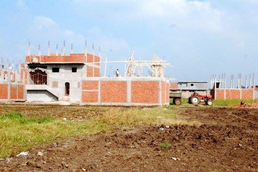 محافظ الشرقية يوقف أعمال البناء لمبنى بقرية الزرقية بالزقازيق (1)