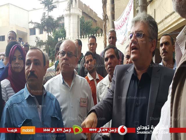 وقفة احتجاجية للعاملين بمديرية الشئون الصحية بالزقازيق (3)