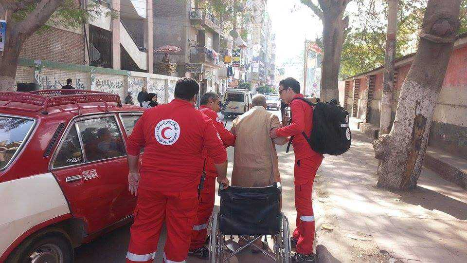 الهلال الأحمر المصري يتفقد عدة لجان بالشرقية (1)