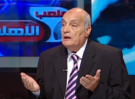 نقل المعلق الرياضي محمود بكر للعناية المركزة