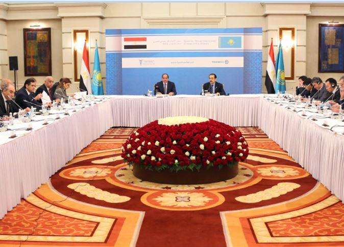 السيسي يدعو رجال الأعمال الكازاخستانيين للاستثمار في مصر
