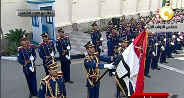 المدفعية والموسيقى العسكرية تستقبل السيسي أمام مجلس النواب