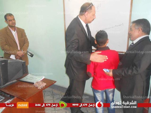 جولة ميدانية لمدير تعليم بلبيس على مدارس أولاد سيف (1)