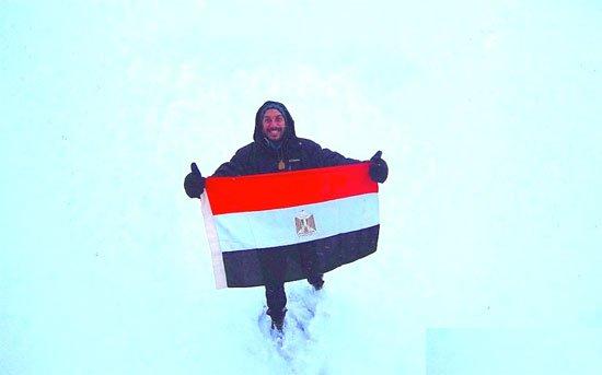 2201626116155حجاجوفيتش-يرفع-العلم-المصرى-(2)