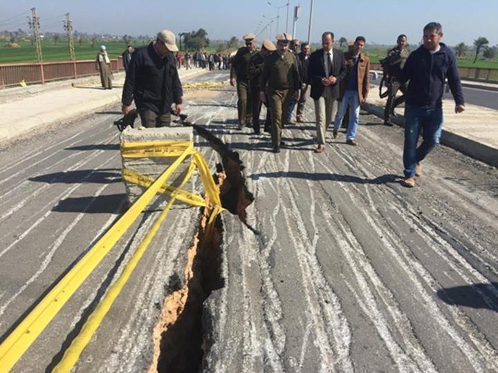 انهيار كوبرى الجامعه بسوهاج