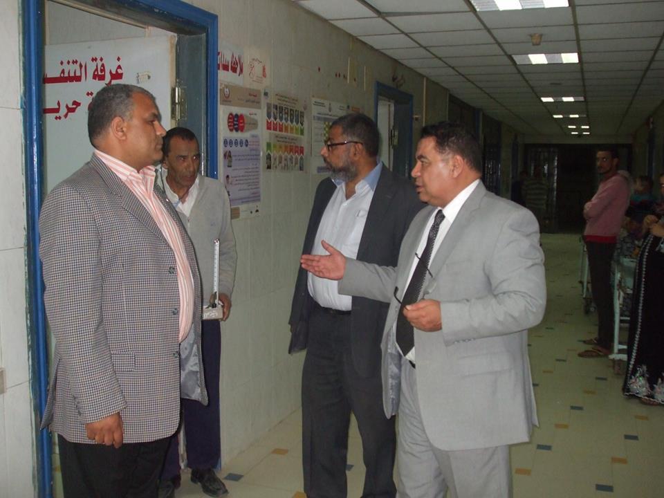 مدير الصحة بالشرقية يشدد علي تفعيل أجهزة التنفس الصناعي بمستشفي ديرب نجم (5)