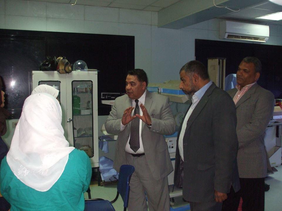 مدير الصحة بالشرقية يشدد علي تفعيل أجهزة التنفس الصناعي بمستشفي ديرب نجم (6)