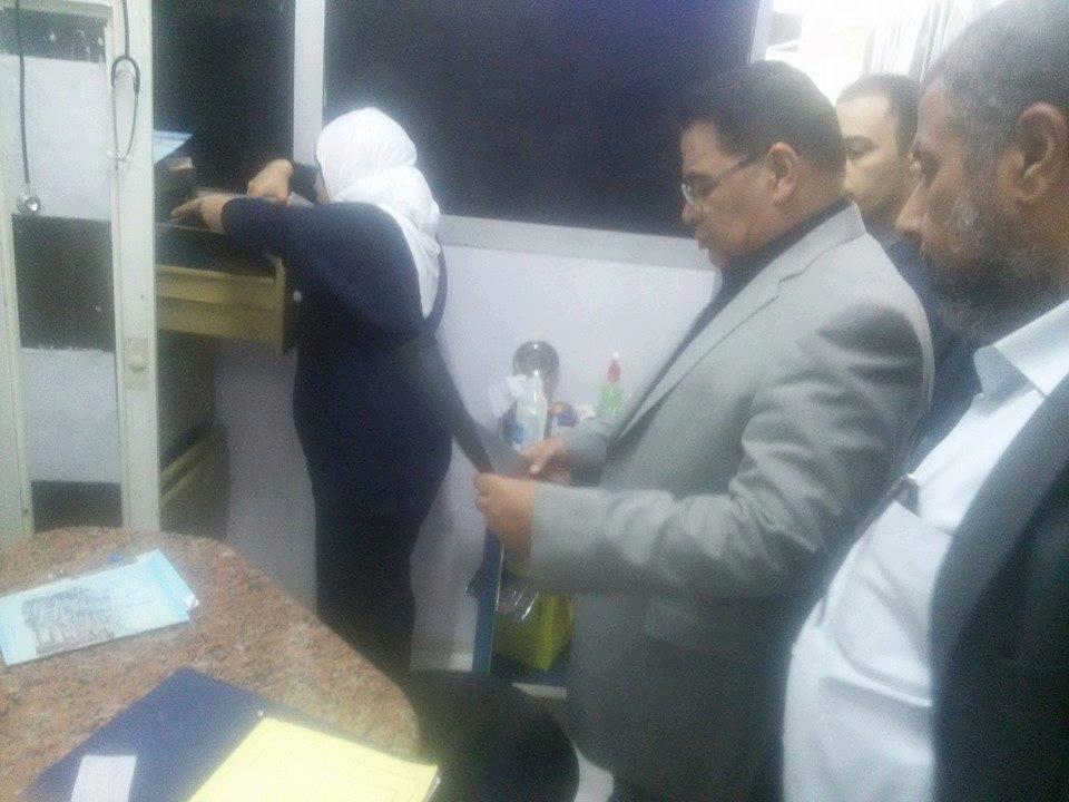 وكيل صحة الشرقية يحول ممرض بمستشفى حميات الزقازيق للشئون القانونية (7)
