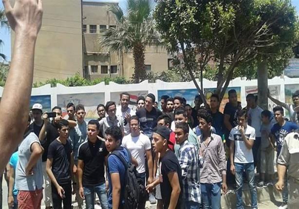 الأمن المركزي يغلق الشوارع المؤدية لوزارة التربية والتعليم استعدادًا لمظاهرة طلاب الثانوية