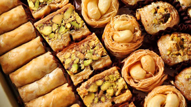 ١٠ نصائح ذكية لتناول حلويات رمضان دون زيادة وزنك