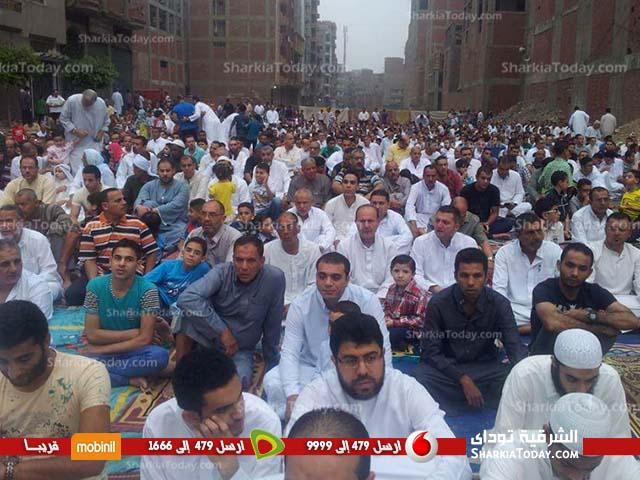 آلاف-المواطنين-يؤدون-صلاة-العيد-في-ساحة-مسجد-المدينة-المنورة-بالزقازيق-2