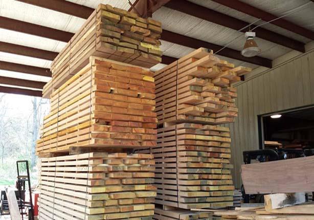 ارتفاع جنوني لأسعار الأخشاب يهدد صناع الأثاث بدمياط والسبب الدولار تقرير