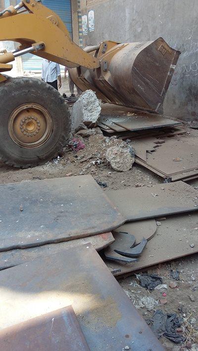 بالصور .. حملة لإزالة الاشغالات بمركز الحسينية2