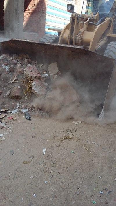 بالصور .. حملة لإزالة الاشغالات بمركز الحسينية3