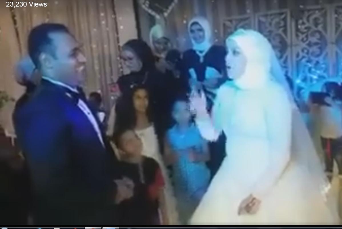 بالفيديو .. عروس تغني لعريسها الأصم