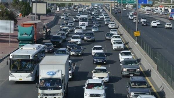كثافات مرورية مرتفعة على جميع الطرق والمحاور الرئيسية