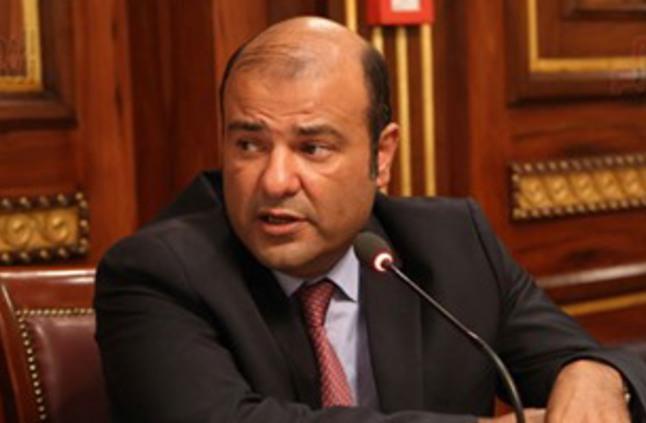 مصطفى بكرى 350 نائبا وقعوا لسحب الثقة من خالد حنفى وحسم مصيره الاثنين