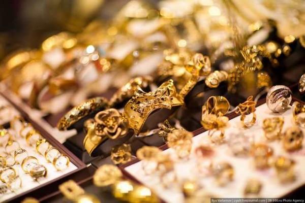 أسعار الذهب في بداية تعاملات الأسبوع بمصر