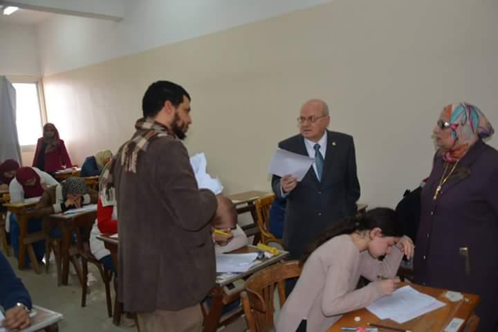 جامعة الزقازيق يتفقد لجان الامتحانات بكلية الطب البشري 5