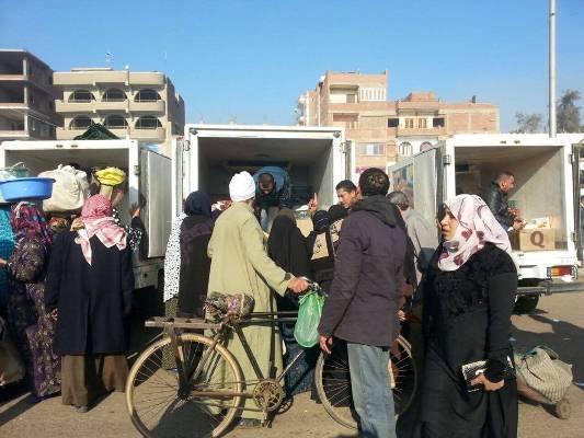الشرقية سيارات متنقلة لبيع المواد الغذائية بأسعار مخفضة بمركز منيا القمح