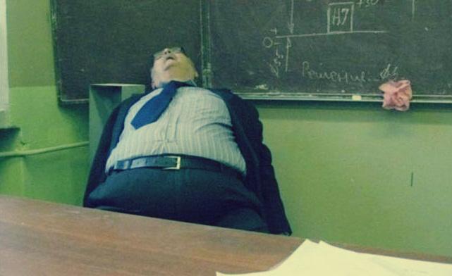 15 طالب تتسبب في إصابة دكتور جامعي بـ «السكر»