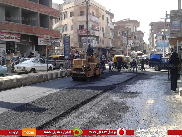 أعمال رصف شارع المستشفى بكفر صقر