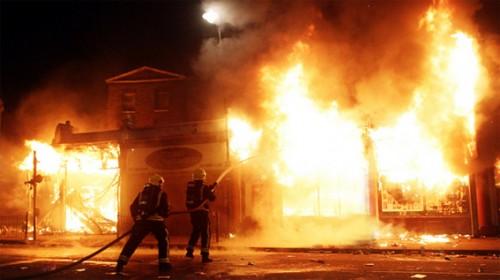 على حريق بمحل ملابس ببلبيس