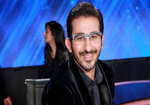 .. أحمد حلمى «مترجم» لأول مرة في Arabs Got Talent