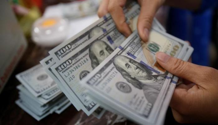 على سعر الدولار بعد الاستقرار ببداية تعاملات 7 بنوك كبرى