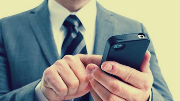 7 حيل يمكنك فعلها عبر هاتفك .. استخدمه كجهاز تصنت أو ميكروسكوب