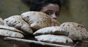 هل يتأثر رغيف الخبز بزيادة أسعار المواد البترولية